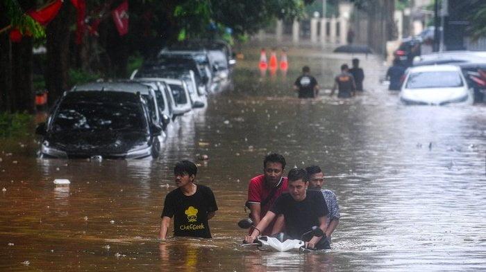 tips kendara saat banjir